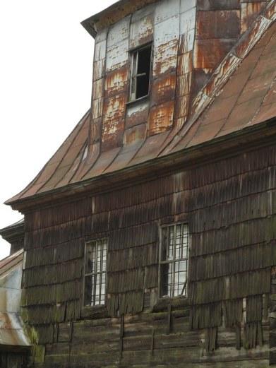 Zabytkowa cerkiew mieszkaniem dla ptactwa...
