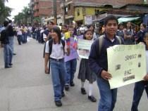 Estudiantes del Grado 6,03 en desarrollo de la marcha