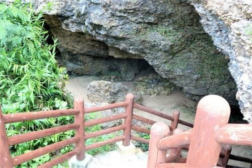 ニャティヤ洞(がま) 伊江島