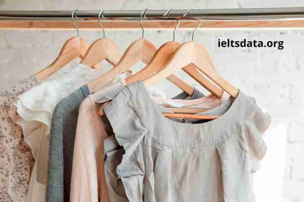 Describe a Person Who You Think Wear Unusual Clothes (1)
