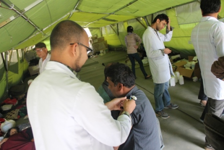 Medical students providing Tetanus Toxoid injection to victims. Image via http://www.pahs.edu.np/patan-hospital-earthquake-disaster-relief-fund/photo-gallery/