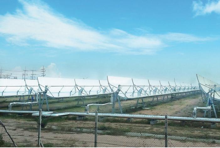 โรงไฟฟาพลังงานความรอนจากแสงอาทิตย ระบบรางพาราโบลิกโรงแรกที่ผลิตในเชิงพาณิชย  ในจังหวัดสุพรรณบุรี