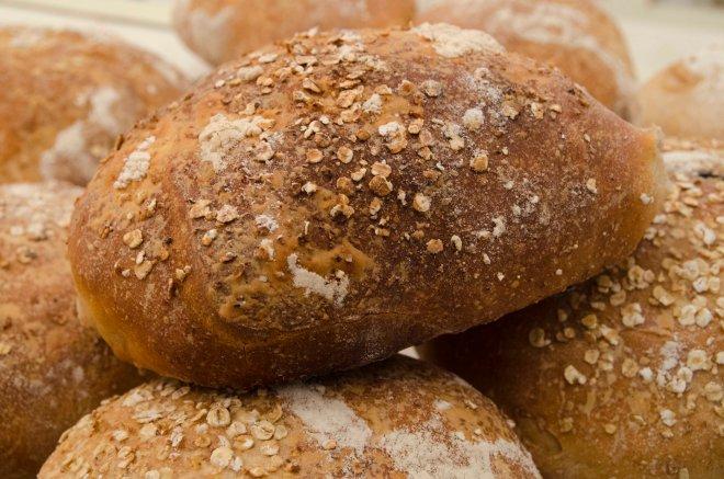 Jammen ble det også tid til å lage Schakendas havrebrød. Et veldig saftig brød som også er sunnere. Havregryn haringen bakeregenskaper i seg selv, og må derfor blandes med ulike sorter mel.
