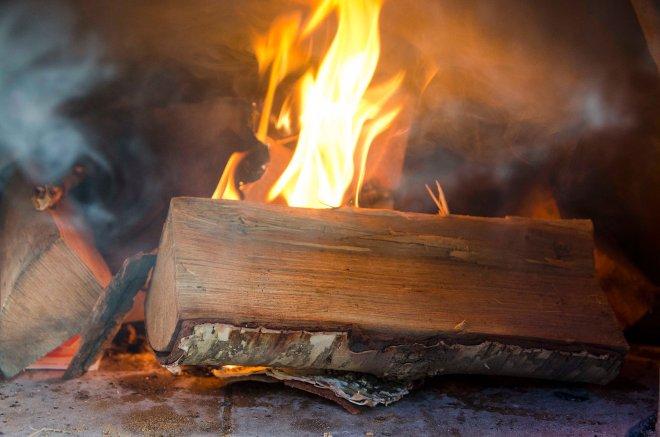Bakerovnen skal varmes opp vel og lenge før baksten kan settes inn. Steker man rundstykker, må man passe på siden ovnen er glovarm og de lett blir brent.
