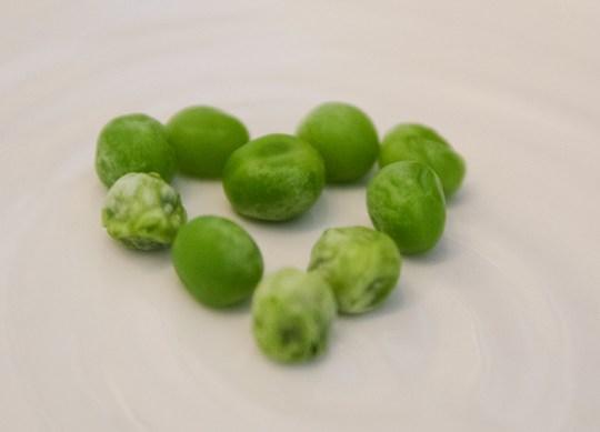 """I vår verden med """"superfood"""" er det lett å glemme den tradisjonelle grønne - men erter er en supergrønnsak rett og slett. Erter er en god kilde til vitamin A, C, K og B1, folat og mangan. Du får også i deg fosfor, sink og jern."""