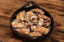 Gratinerte østers er faktisk skikkelig godt! Det er ikke så ofte norske restauranter har gratinerte østers på menyen, men det er en god grunn til å innføre mer østers; både rå og gratinerte.