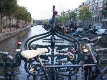 Som Paris har selvsagt også Amsterdam siden egen kjærlighetsbro.