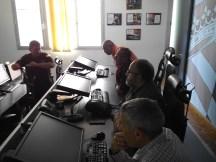 Miembros del IERD en la Sala de Conducción de la UME