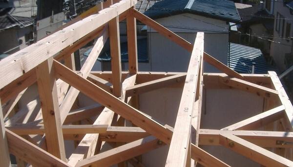 注文住宅ー木造在来工法での建方工事の小屋組み施工写真
