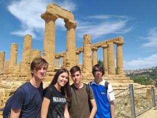 los 4 alumnos en otro templo
