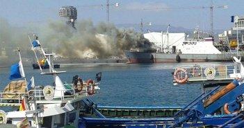 Рыболовецкое судно под российским флагом горит в порту острова Gran Canaria