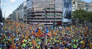 Людское море сторонников независимости переполнило Барселону, чтобы поддержать 1-O