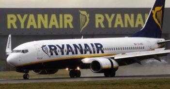 Бегство пилотов заставляет Ryanair отменить сотни рейсов в Испании