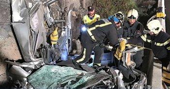 Пожарные Тенерифе освободили водителя, попавшего в ловушку после аварии