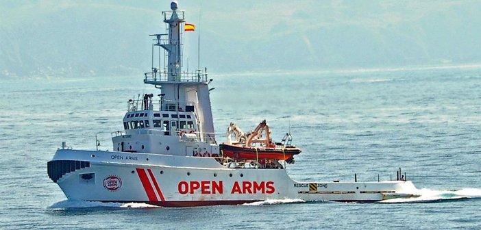 """Испанский спасательный корабль """"Open Arms"""", полный мигрантов, идёт в Испанию, хотя пока не известен порт прибытия"""