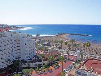 Полицейские спасли из океана туриста, не желавшего спасаться