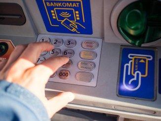 Банки подумывают залезть в карман вкладчиков, чтобы «сберегать сбережения»
