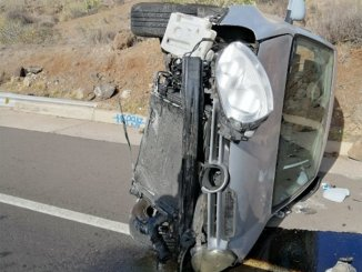 Перевернулись на машине на шоссе и сбежали от греха подальше