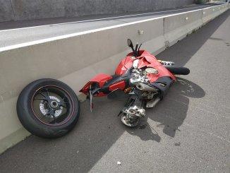 Колесо от Ducati улетело на 300 метров от мотоцикла