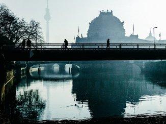 Берлин проголосовал за экспроприацию сотен тысяч единиц жилья у арендодателей -