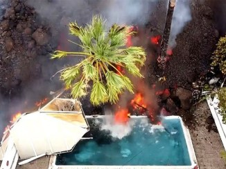 La Palma: стена лавы высотой в 12 метров продолжает двигаться к океану