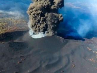 Не забудем о вулкане на острове La Palma - он пока что не собирается успокаиваться
