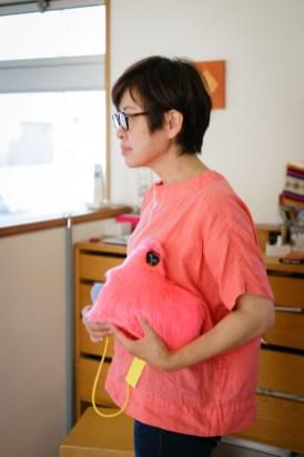 気になるピンクのぬいぐるみは、MIMOCAの「あそびのつくりかた」での河井美咲さんの「Doggy Dog」のミニチュア版。クシがついてます。