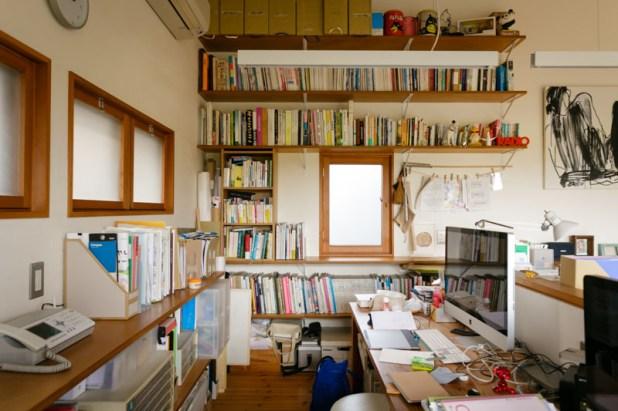 そして、向かいが啓二さんの仕事スペース。…好きです、こんな仕事部屋。