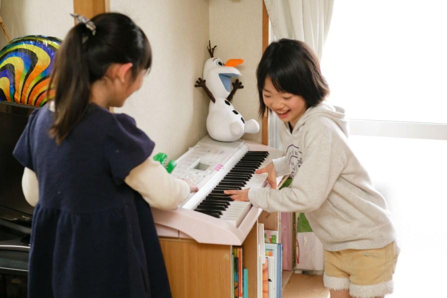 こんどはピアノ! 子どもたち、たのしむことがくるくる変わります。