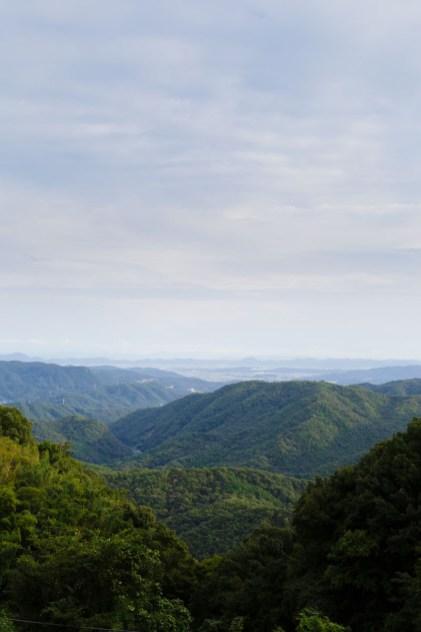 西には、庭瀬や中庄からコンベックス岡山・早島が見え、さらにその先に、常山も!