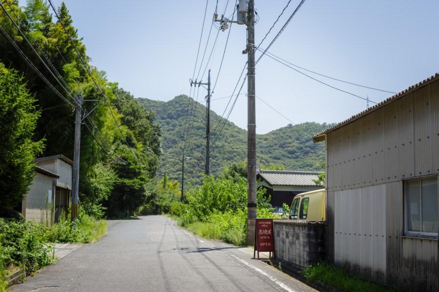 由加山につづく参道