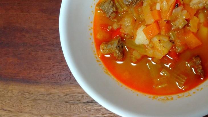 [ハンガリー料理]パプリカ香る具材たっぷり牛肉スープ     グヤーシュ-レシピ-