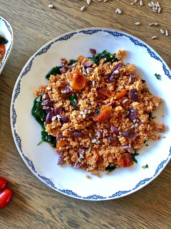 Couscous pomodorini, olive kalamata e semi di girasole