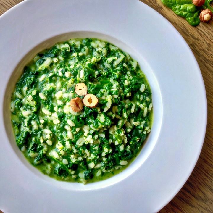 Risotto cremoso agli spinaci e nocciole