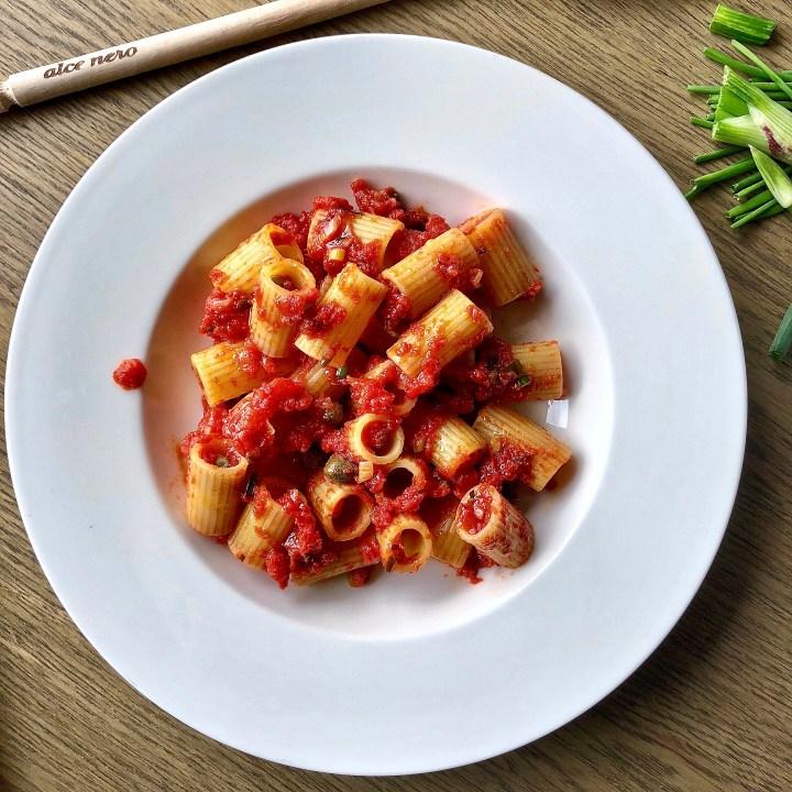 Ti va bene se ti faccio una semplice pasta al pomodoro?