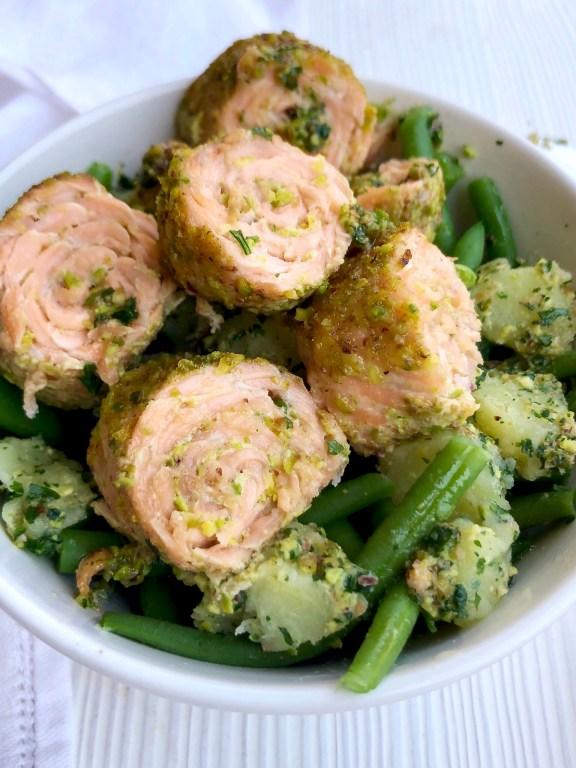 Salmon roll pistacchiati fagiolini e patate in salsa verde