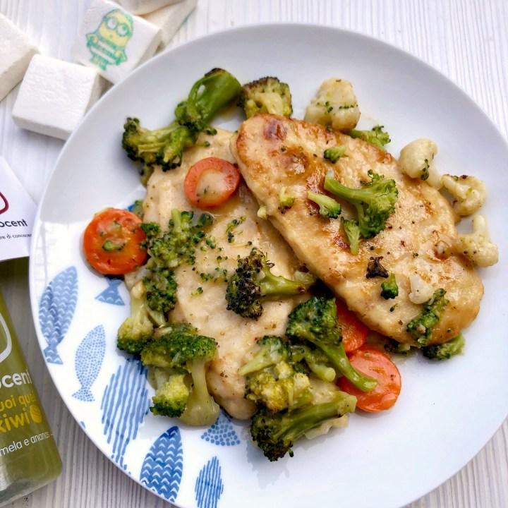 Scaloppine di pollo al limone e salvia con verdure tricolore