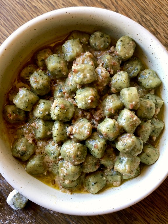 Gnocchetti di patate e spinaci al sugo di noci
