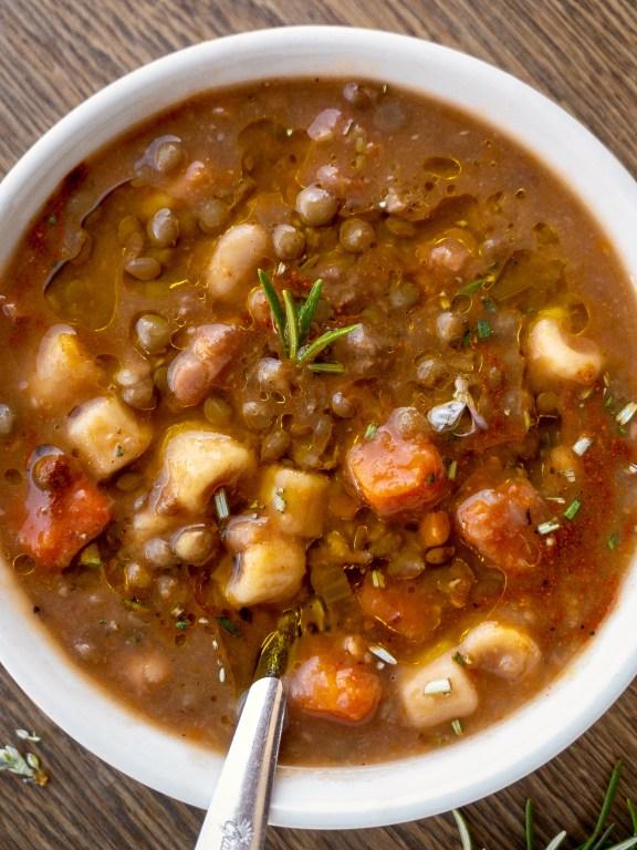 Minestra di pasta fagioli e lenticchie