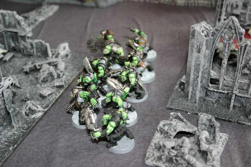 Ork Shooty Boyz moving through the ruins of an Imperial City
