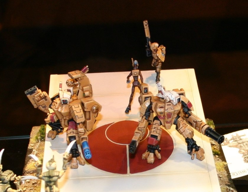 Tau XV8 Crisis Battlesuits, an entry in the UK 2006 Golden Demon awards.