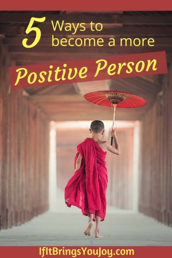 Feel more energized, motivated, and have things just seem to fall into place. Expand your happiness with the power of positive thinking. Five simple ways to become a more positive person. #Positivity #Mindset