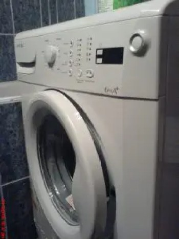 Front load washing venting door