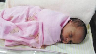 O empresário Willian Alexandre, esposa Camila e o filhão João (JW Conveniência) felizes da vida com a chegada da pequena Eloísa.