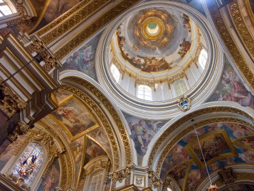 Inside St. Paul's Cathedral. Image Credit: Wikipedia