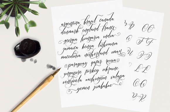 Halosense Script Font