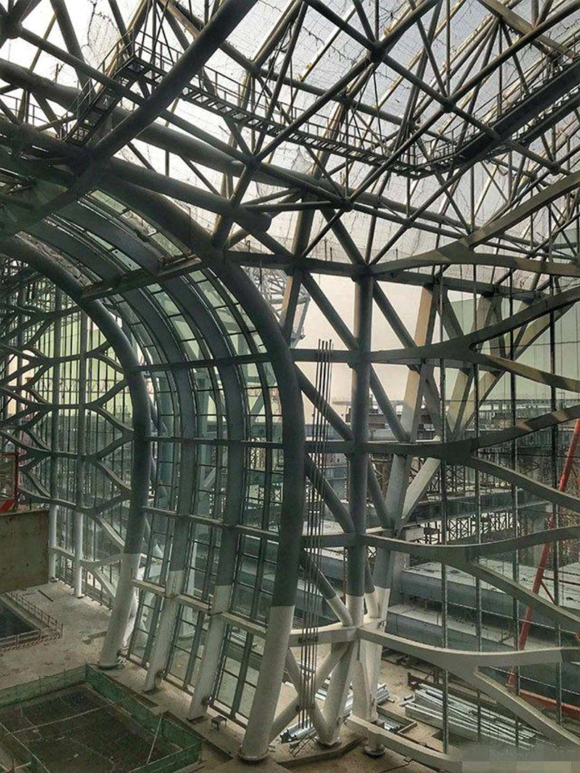 PPG STEELGUARD™ FM 550 coating, which provides up to 150 minutes of protection from cellulosic fires, coats the main steel structure of the new Beijing Daxing International Airport terminal building.