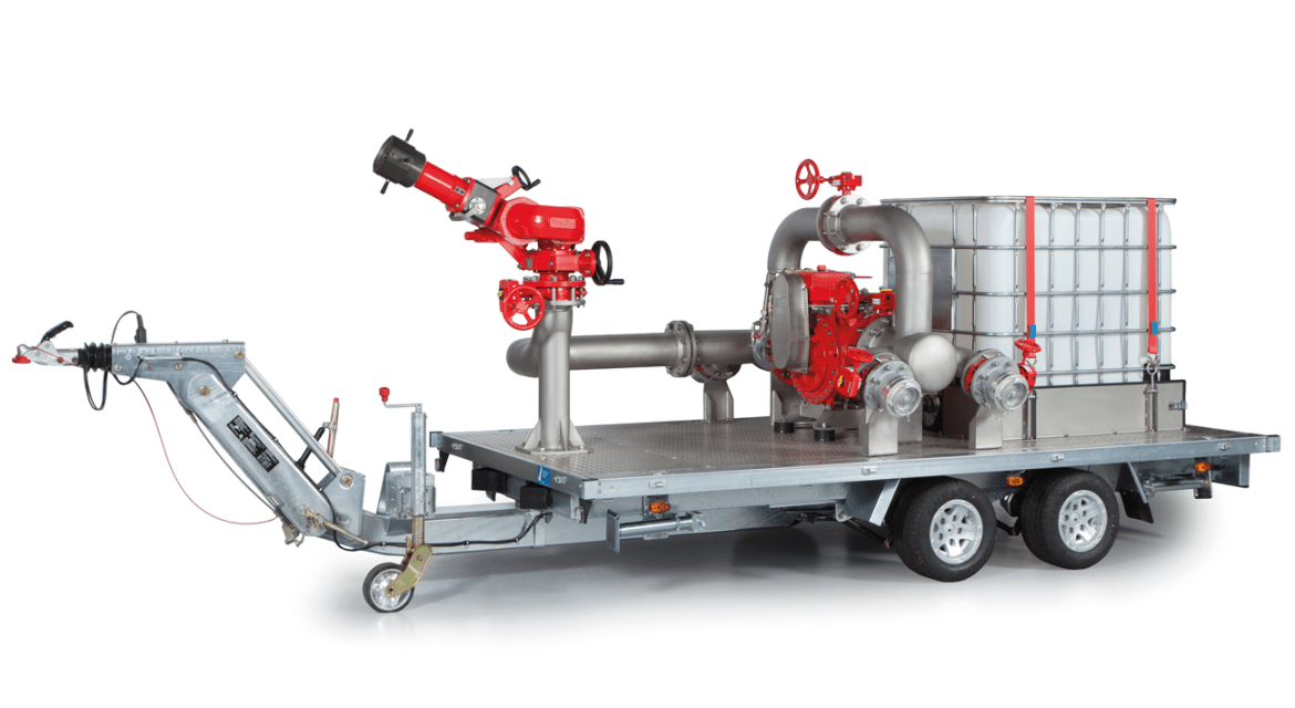 Fig. 4: Trailer with monitor M4, water motor with proportioning pump FD8000 and foam concentrate tank.