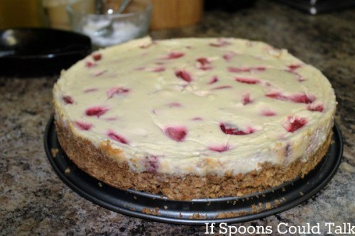 strawberry-cheese-cake-out-of-pan
