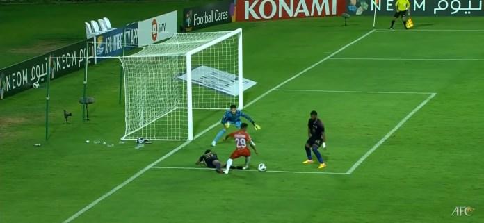 Devendra Murgaonkar creates a chance for FC Goa